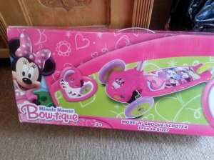 Minnie Mouse Move n Groove Scooter box